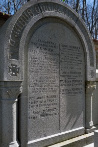 The Monnier family tomb in Versialles